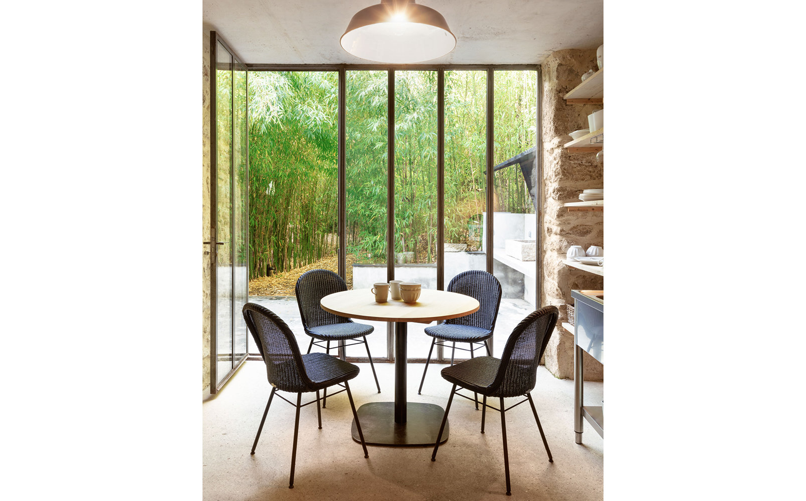 vincent-sheppard-yann-dining-chair-steel-a-base-bistro-dining-table-rounded